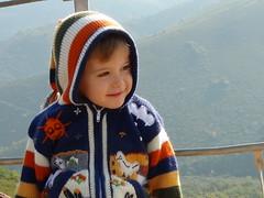 Pequeño duende (aidafis) Tags: españa mountain colors smile video kid spain october leo sony colores goblin octubre sonrisa mirada niño montañas duende médulas