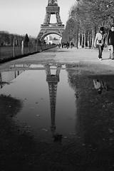 Parigi - la Tour Eiffel 3 (JaCo_84) Tags: nuvole torre tour eiffel cielo luci acqua natale colori francia palle parigi ghiaccio riflesso pattinaggio pozzanghera