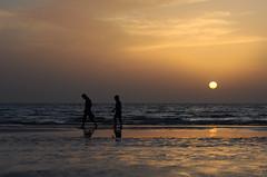 gozar (farameh) Tags: sunset sea people sun fall water island qeshm susnet