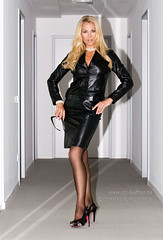 homoseksuell mature blonde beauty escort