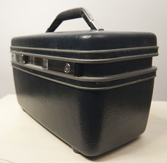 Vintage Samsonite train case (Sweet Vintage Lady) Tags: etsy madeinusa samsonite makeupcase vintagesamsonite samsonitetravelcase sweetvintagelady