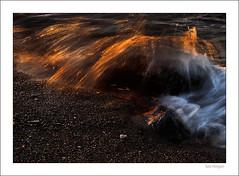 Cerca del volcn (Rafa Mengual) Tags: naturaleza detalle luz playa paisaje rocas ola