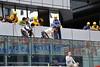 Négociation, négociation. (XavierParis) Tags: china hongkong nikon asia asie xavier xavi chine hernandez wanchai iberica actu faitdivers 20112011 d700 xavierhernandez xyber75 lauchiyan xavierhernandeziberica