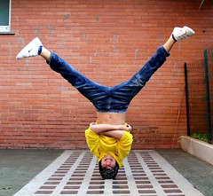Do it if you can! :) (labukuning) Tags: boy vertical crazy head breakdance verticale pazzo ragazzo testa