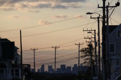 (El Alcalde de l'Antartida) Tags: sky boston skyline evening dusk massachusetts newengland cables wires poles hull southshore beantown