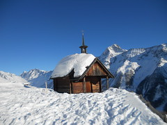 Lötschental (Erika,812) Tags: schnee natur berge kapelle lötschental lötschenlücke kantonwallis hockenalp