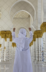 PRAYERS TO GOD (smrafiq) Tags: travel classic architecture travels god muslim uae middleeast mosque east emirates zayed abudhabi charming middle abu dhabi charms sheikh unitedarabemirates tombs prayers built islamic beautifully smrafiq sheikhzayedmosque travelsinpakistan  gettyimagesmiddleeast