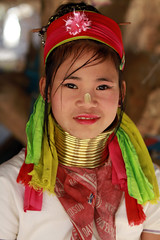 Thalande -  (jmboyer) Tags: voyage travel portrait tourism girl canon thailand photography photo yahoo asia flickr photos femme picture tribal karen thalande longneck planet lonely asie lonelyplanet tribe monde thailandia birma couleur gettyimages tourisme visage nationalgeographic viajar tailand thanaka tribu padong padaung birmanie kayan femmegirafe googleimage go birmania  lurvely ethnie travelshot documentory besttravelphotos canonfrance earthasia giraffewomen imagesgoogle googlephoto jmboyer tha1090 mujeresdecuellodejirafa