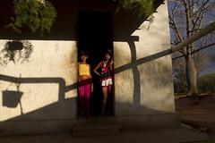 (Lucille Kanzawa) Tags: girls brazil portrait tree brasil shadows retrato árvore meninas sombras pernambuco sertão hinterland sertãodepernambuco hinterlandofpernambuco