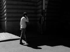 Marcher dans l'ombre (Nicolas -) Tags: street bridge light shadow man paris france tourism monument dark photography phone walk lumire telephone tunnel visit tourist ombre promenade pont homme visite tourisme passant patrimoine obscur touriste nicolasthomas marinire