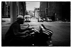 Detroit Crossroads (Schlumpf1175) Tags: street bw usa black strasse sony detroit harley motorbike crossroads davidson unscharf torsten motorrad schwarzweis sebelka rx100m3