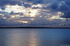 Cacha Pregos - Ilha de Vera Cruz - Bahia/Brasil (AmandaSaldanha) Tags: blue sunset sky sun praia beach nature beauty azul brasil clouds landscape natureza paisagem bahia nuvens ilha