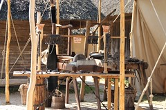 36 Haithabu WHH 05-06-2016 (Kai-Erik) Tags: archaeology wall museum germany geotagged deutschland stadt vikings viking tyskland oldenburg schleswigholstein huser eisen wikinger siedlung schmied wmh archologie vikinger stadtwall haithabu arkeologi slesvigholsten danewerk vikingr haddebyernoor arkologi hedeby whh slesvigland wikingerzeit heddeby danevirke heiabr heithabyr heidiba httpwwwhaithabutagebuchde handelsmetropole httpwwwschlossgottorfdehaithabu danwirchi vikingehuse vikingetidshusene frhmittelalterlichestadt 05062016 geo:lat=5449125904 museumsfreiflche 06052016 5juni2016 ambosshammerundzangegertschaftenausdemschmiedefeuer gruppereginausribeindnemark geo:lon=956737686 5thjune2016
