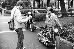 John and the Harley man - Nikkor-N 5cm 1:1.1 (jonmanjiro) Tags: 2005 park nikon sp 25 111 yokohama f11 横浜 yamashita 山下公園 efke 5cm nikkorn