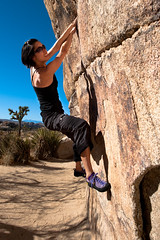 Gunsmoke Traverse V2-3, Jennifer Chang Climber (Amicus Telemarkorum) Tags: november sky nature work nationalpark joshuatree traverse v3 bouldering v2 jenniferchang 2011 gunsmoketraverse jeffrueppelphotography