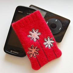 phone/gadget cozy (monda loves...) Tags: uk flowers mobile felted cozy ipod cell pouch monda phonecase phonecozy feltedwoolsweater feltedwooljumper