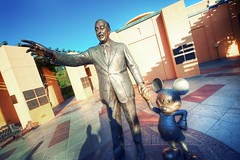 A Man With a Plan (jdhilger) Tags: sunset statue disney hollywood mickeymouse burbank partners waltdisney waltdisneystudios moviestudio afszoomnikkor1424mmf28ged
