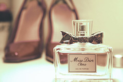 What a girl needs... (pfau_910) Tags: retro redshoes dior lack parfum manoloblahnik lackschuhe