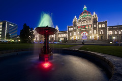 Merry Christmas from Victoria! (Brandon Godfrey) Tags: canada fountain twilight bc britishcolumbia parliament wideangle victoria christmaslights vancouverisland pacificnorthwest bluehour legislature 10mm nohdr