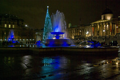 Blue Fountain & Choir (Sandy Beach Cat) Tags: christmas blue london water fountain choir night dark lowlight pentax trafalgarsquare handheld iso1600 k10d