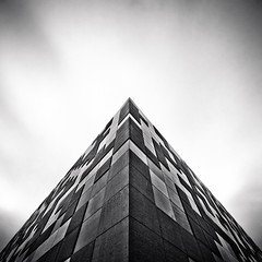 (thombe77) Tags: bw white black architecture canon germany deutschland eos triangle pattern wide wideangle minimal magdeburg architektur sw muster schwarz abstrakt abtract weitwinkel dreieck weis 400d a2f26