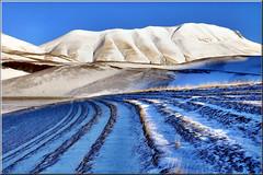 Monte Vettore (Luigi Alesi) Tags: park winter italy parco snow nikon scenery italia piano national neve di monte piccolo inverno perugia marche sul paesaggio umbria nera castelsantangelo monti macerata norcia castelluccio nazionale sibillini d90 vettore wondersofnature platinumheartaward onlythebestofnature