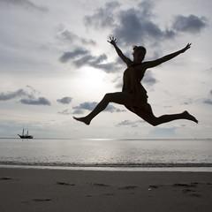 (Buldrock) Tags: sunset sea beach island jump asia tramonto mare resort malaysia salto spiaggia isola veliero langkawy tanjungsanctuary velena buldrock stefanobuldrini jumponthebeach saltoinspiaggia