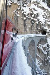 Landwasserviadukt der RhB rhätischen Bahn bei Filisur im Kanton Graubünden in der Schweiz (chrchr_75) Tags: hurni christoph schweiz suisse switzerland svizzera suissa swiss kantongraubünden albumgraubünden graubünden chrchr chrchr75 chrigu chriguhurni 1201 januar 2012 hurni120115 kanton grischun grigioni grisons rhb rhätische bahn eisenbahn train treno zug landwasserviadukt viadukt brücke bridge pont chriguhurnibluemailch januar2012 albumzzz201201januar albumbahnenderschweiz juna zoug trainen tog tren поезд lokomotive паровоз locomotora lok lokomotiv locomotief locomotiva locomotive railway rautatie chemin de fer ferrovia 鉄道 spoorweg железнодорожный centralstation ferroviaria