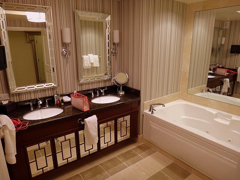wetandmessy hotel