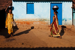 Shadows, Dumuriput (Marji Lang Photography) Tags: ocean life voyage travel light shadow woman sun india house home smile smiling composition soleil countryside women shadows village image lumire indian sunny courtyard scene tribal ombre frame framing dailylife sourire orissa indien femmes inde bayofbengal travelphotography republicofindia ensoleill ef247028l indiansubcontinent indiennes koraput  canoneos5dmarkii odisha bhrat travelanddocumentaryphotography  marjilang southernorissa dumuriput southorissa orissacountryside