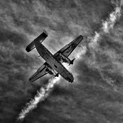"Ready to ""touchdown"" (louieliuva) Tags: blackwhitephotos"