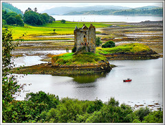 Stalker castle, Highlands - Scotland (jackfre2 (on a trip-voyage-reis-reise)) Tags: red castle scotland highlands view perspective loch motorboat huntinglodge stalkercastle redmotorboat lochlaigh mygearandme mygearandmepremium ringexcellence flickrstruereflection1 flickrstruereflection2 flickrstruereflection3 rememberthatmomentlevel1