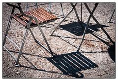 sunny place (08dreizehn) Tags: sun architecture germany deutschland soleil europa europe hessen frankfurt architektur sonne allemagne schatten garten stuhl frankfurtammain botanischergarten frankfurtm olympusm45mmf18 olympuspenepl7 08dreizehn nullachtdreizehn thomashassel
