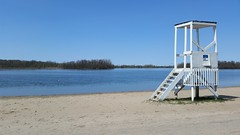 Une Tour De Sauveteur Sur La Plage. 2016-05-11 14:40.27 (Sandbanks Pro) Tags: park holiday canada tower beach nature water sand eau tour quebec sable paysage plage parc vacance touristique fleuve fleuvesaintlaurent sainttimothe salaberrydevalleyfield parcrgionaldesilesdesainttimothe parcrgional tourdesauveteur