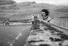 girl playing with moss on dam wall (gorbot.) Tags: portrait blackandwhite bw roberta f19 leicam8 digitalrangefinder ltmmount benlawersdam voigtlander28mmultronf19 siverefex