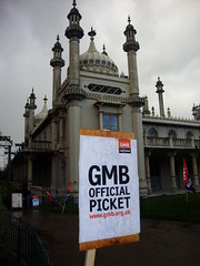 Pickets Close the Palace! (brightondj) Tags: brighton protest strike unions gmb n30 picket tradeunions november30thstrike brightongmb