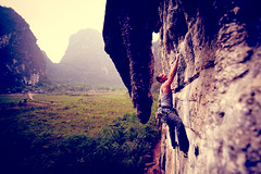 Wine Bottle Wall - Tim Morrisey Climber (Amicus Telemarkorum) Tags: china sport rock tim yangshuo climbing slack morrisey guanxi 2011 510b heartsofdarkness jeffrueppelphotography winebottlewall