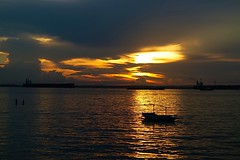 #850C6457- Sunset Leaks (Zoemies...) Tags: light sunset sea beach boat leak balikpapan melawai zoemies
