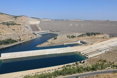 Ataturk dam (10b travelling) Tags: water ctb turkey asia europa europe power ataturk dam turkiye sanliurfa urfa middleeast ten common carsten resources anatolia hydroelectric brink turchia turkei 10b cmtb tenbrink carstentenbrink photoused iptcbasic