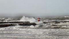 hoog water (Gerard Stolk (vers l'Angleterre)) Tags: storm haven strand scheveningen zee denhaag haag thehague branding lahaye kliffen scheveningenstrand