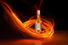 Dewar's White Label (Seor MiQuel.) Tags: red luz fire rojo whisky fuego dewars botella whitelabel