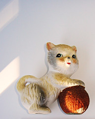 The Chadwick Cat (Urban Woodswalker) Tags: color cute cat vintage kitty yarn playtime lightandshadow whimsical chalkware productphotography cutable thebestofday gnneniyisi urbanwoodswalker maenriquez