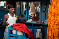 Haircut, Kolkata (Marji Lang) Tags: flowers blue orange haircut men colors face hair indian scene cutting marigold kolkata flowermarket calcutta westbengal howrah travelphotography republicofindia ef247028l indiansubcontinent  bhrat  marjilang