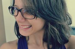 You're all I need, the reason why I smile ♫ (LollyGates8D) Tags: smile hair glasses efeito garota sorriso fotografia avril cabelo óculos lavigne franja