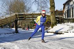 Natuurijs Giethoorn (NLHank) Tags: venice winter holland netherlands dutch canon eos sneeuw nederland 7d overijssel dorp 2012 giethoorn ijs schaatsen natuurijs wiede eos7d bruggetjes bovenwiede dorpsgracht