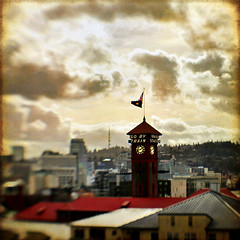 time in the sweet spot (1crzqbn) Tags: blur color lensbaby square cityscape textures 7d pdx unionstation ie shining breastcancer sincity hypothetical hss vividimagination theworldwelivein artdigital idream innamoramento awardtree artistictreasurechest daarklands magicunicornverybest trolledproud crazygeniuses exoticimage 1crzqbn sliderssunday bestofshining composerpro netartii artcityart timeinthesweetspot 6522012