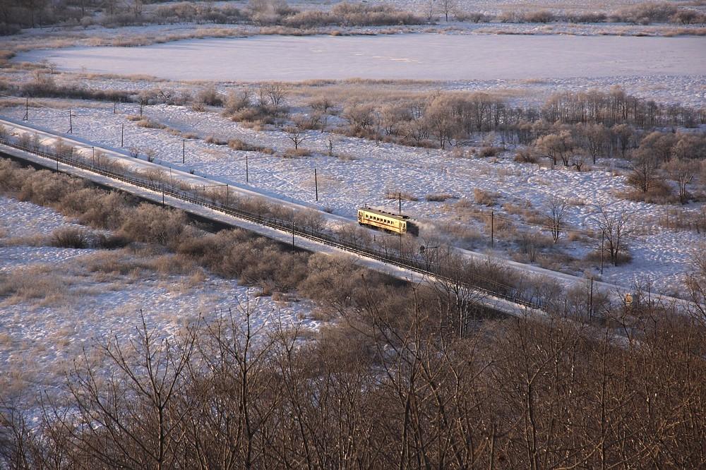 奔馳在釧路濕原上的電車