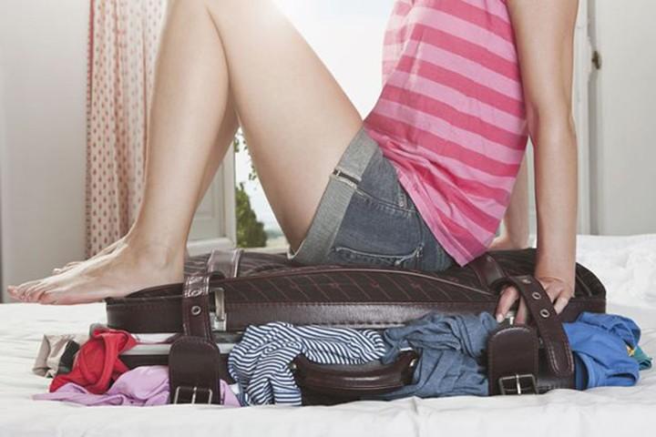 Ngồi lên hành lý