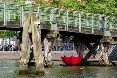 Regenschirme schuetzen vor Wasser (compidoc) Tags: rot kunst brcke fluss lbeck regenschirm fotomarathon