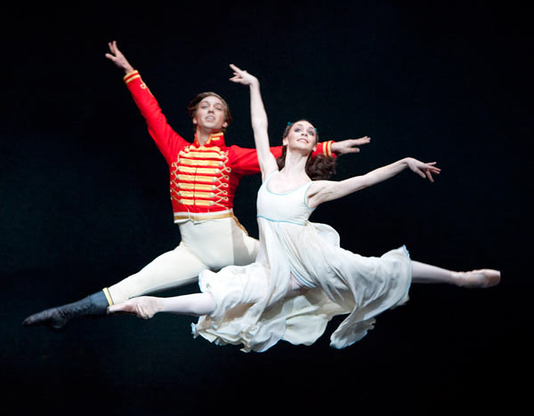 Ludovic Ondiviela as the Nephew and Elizabeth Harrod as Clara in The Nutcracker © Johan Persson/ROH 2011